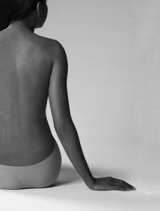 Rücken abgestützt