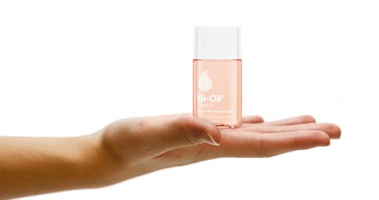 Anwendung von Bi-Oil Hautpflege-Öl